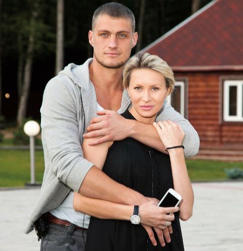 Александр Задойнов после расставания с Элиной Камирен пытается найти свою любовь