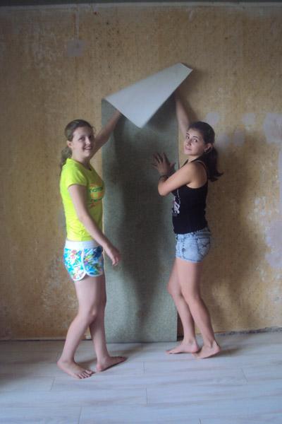 На полученные 3 млн рублей Ане (на фото слева) и Ире купили квартиру и сейчас делают в ней ремонт