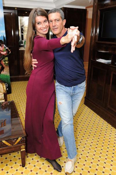 В 2013 году во время визита в Москву актер исполнил танго с корреспондентом «СтарХита» Ольгой Родиной