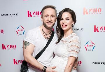 Оскар Кучера посетил вечеринку вместе с беременной женой