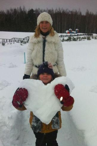 Глюкоза с дочкой соорудили нечто более оригинальное, чем обычный снеговик