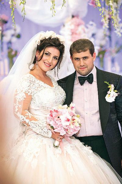 Жасмин и мэр молдавского города Огреев Илан Шор поженились в 2011 году