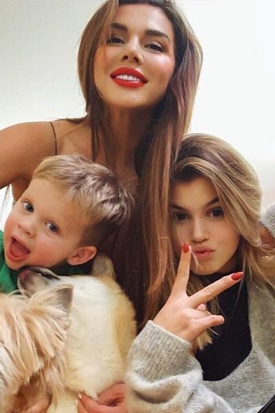 Анна Седокова проводит много времени с детьми