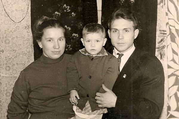 Родители Розы часто ругались друг с другом, 1963 год
