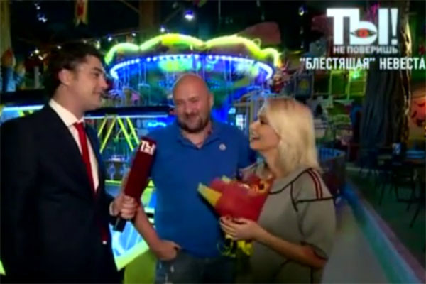Счастливые Ксения и Алексей дают интервью