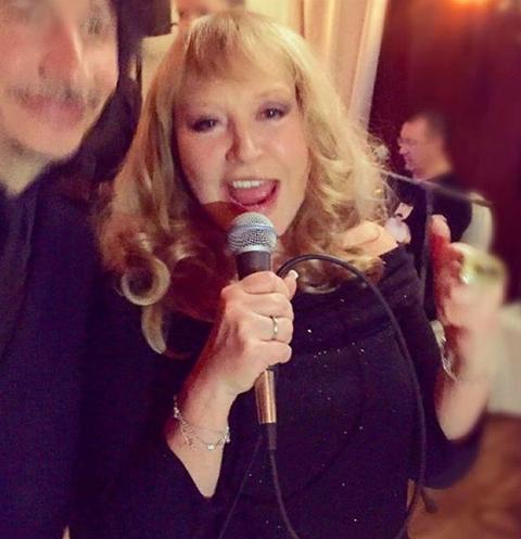 Алла Пугачева в праздничный вечер пела для любимых гостей