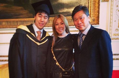 Анита Цой с сыном и мужем