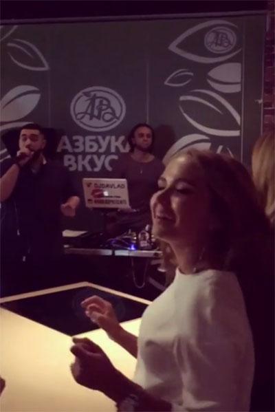 Развлекал гостей вечеринки исполнитель хип-хопа Бахтияр Мамедов, известный под псевдонимом Джах Халиб