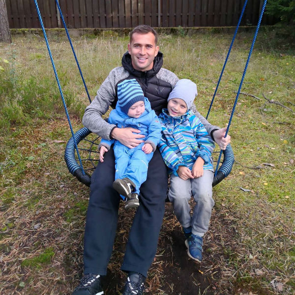 Александр Кержаков с сыновьями