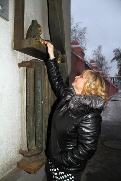 Светлана Пермякова погладила кошку вполне результативно