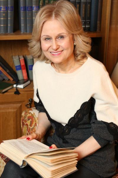 Донцова долго не соглашалась идти к ясновидящей, ее уговорил знакомый журналист