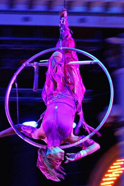 Во время участия в шоу четвертой игры в 2003 году «Цирк со звездами»  певица преодолела  страх высоты