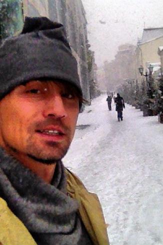 Дима Билан гуляет по центру Москвы...