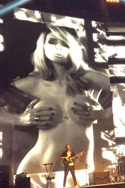 На концерте Лободы не обошлось без пикантных моментов