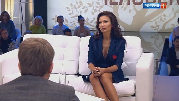 Эвелина Бледанс призналась, что ее мужу было тяжело привыкнуть к публичности