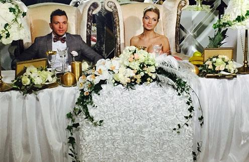 Евгения и Антон Гусевы отлично справились с возложенными на них ролями невесты и жениха