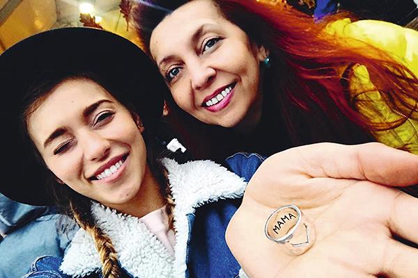 Ирина Юрьевна, мама звезды, всегда поддерживает дочь