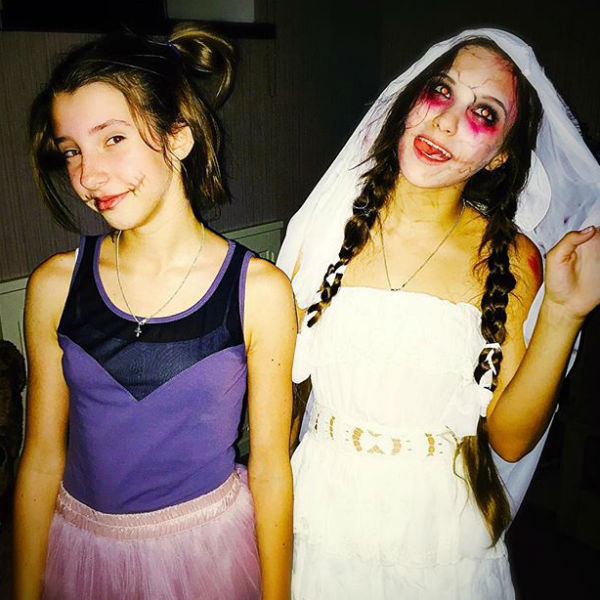 Девочка весело отметила Хэллоуин с друзьями