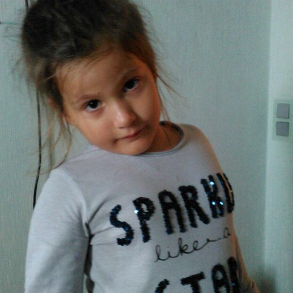 Семилетняя Полина получает от своей знаменитой мамы роскошные подарки