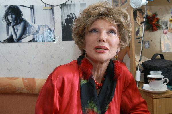 Близкие Людмилы Марковны отмечали, что она чрезвычайно подозрительно относилась к людям