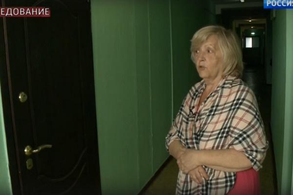 Соседка показала подъезд, в котором почти 20 лет назад, по ее мнению, был бордель