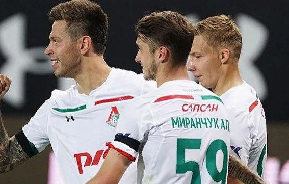 В данное время Смолов выступает за «Локомотив»