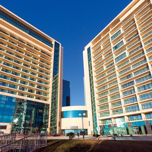 Во время «Новой волны» Собчак и Виторган останавливались в отеле Pullman – в огромном люксе с видом на море