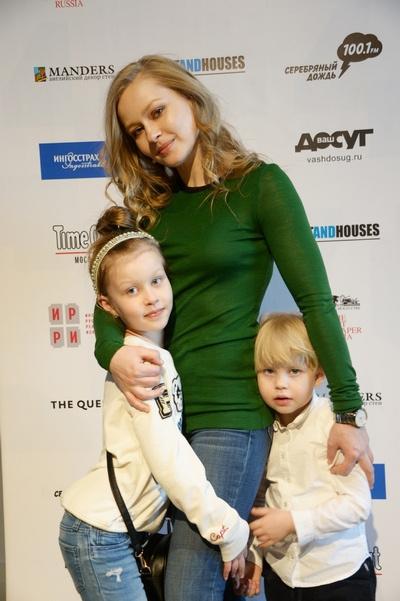 Юлия Пересильд с дочерьми Анной и Марией