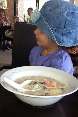 Маруся решила покапризничать и отказалась есть суп
