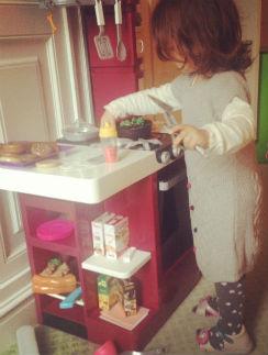 Анджелина ведет себя как настоящая хозяйка