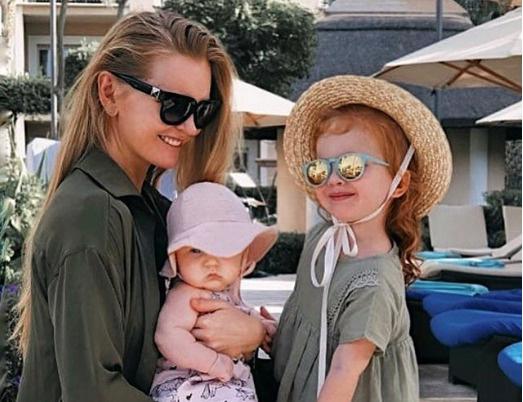 Кулецкая с дочерьми Сашей и Никой