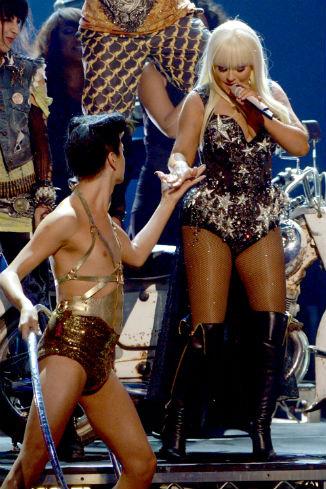 Во время выступления на American Music Awards Кристина щеголяла в купальнике