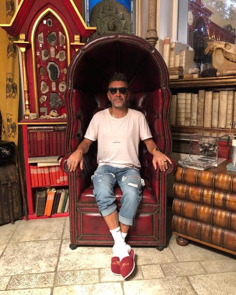 Шнуров поддерживает молодых артистов