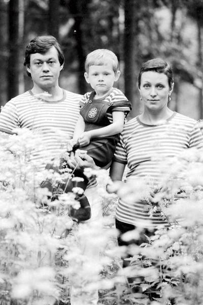Любовь Николая Караченцова и Людмилы Поргиной длится больше 40 лет. На фото – с сыном Андреем