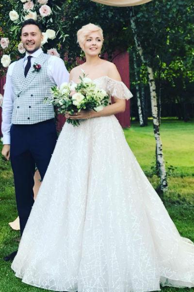 Жених и невеста на протяжении всего праздничного дня выглядели невероятно счастливыми
