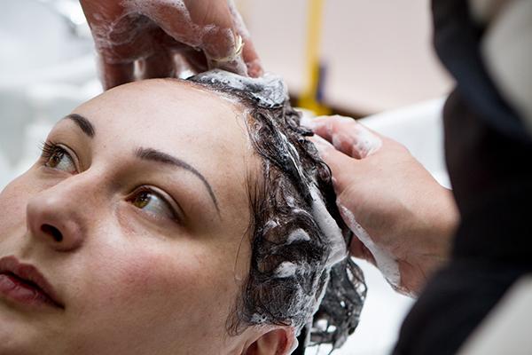 Нужно использовать только шампуни для окрашенных волос, отдаая предпочтение органическим средствам