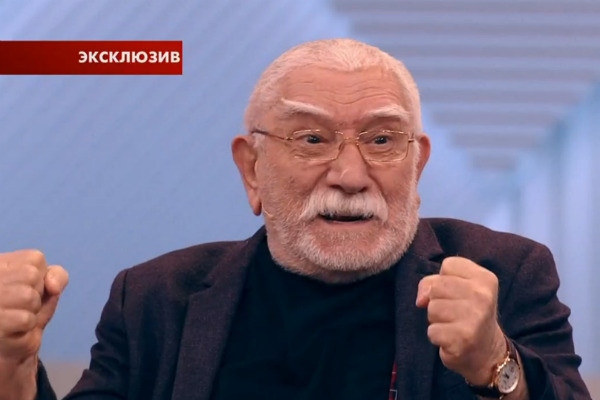 Армен Джигарханян приехал в студию