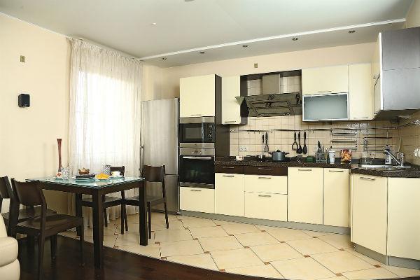Кухню объединили с гостиной