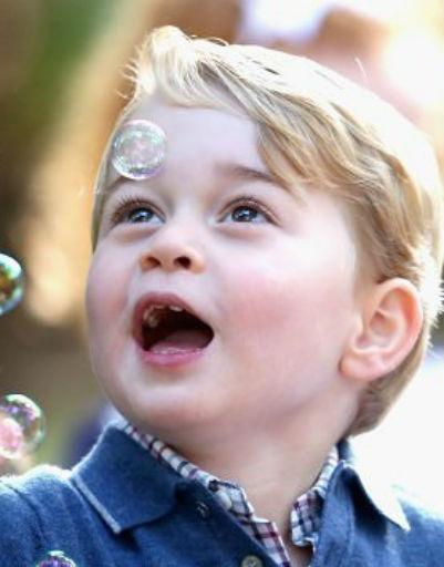 Несмотря на принадлежность к королевскому роду, мальчик всегда живо проявляет эмоции