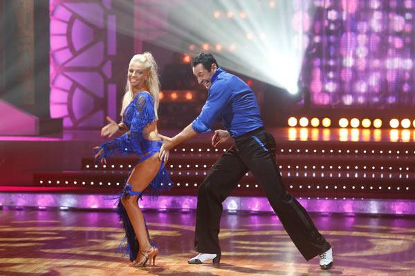 Первый танец у Стаса Костюшкина и его партнерши получился весьма смелым
