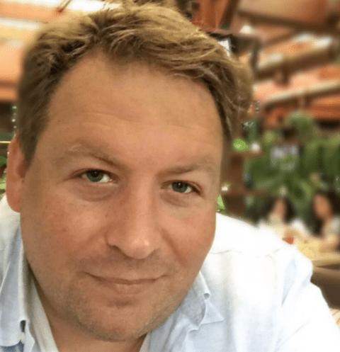 Станислав Дужников общается с дочкой