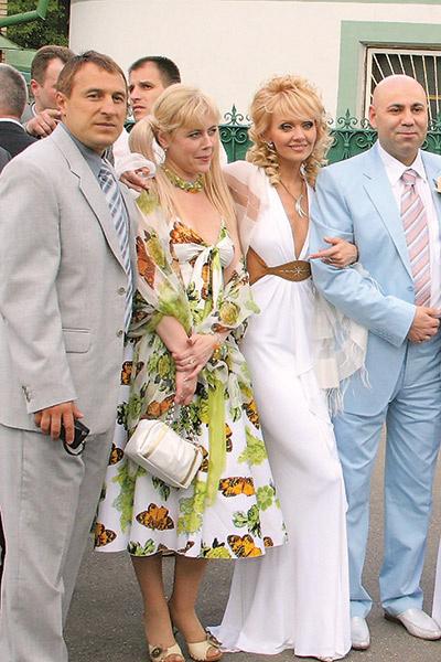 Справа налево: Иосиф Пригожин, Валерия и ее двоюродная сестра Лена
