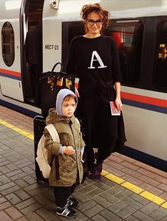 Алена Водонаева с сыном перед поездкой в Санкт-Петербург