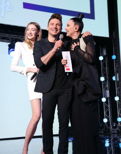 Сергей Лазарев с ведущими Машей Миногаровой и Елкой