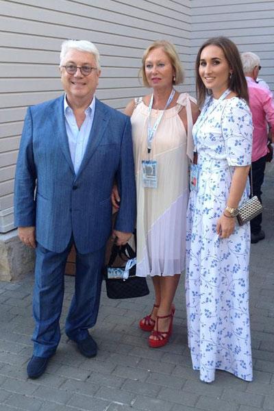 Владимир Винокур с женой Тамарой и дочкой Анастасией