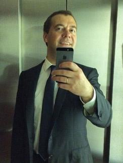 Дмитрий Медведев. Селфи с лифте здания правительства РФ.
