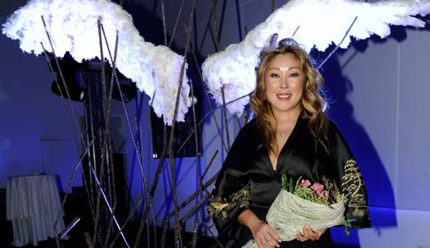 Анита Цой отрастила себе белые крылья
