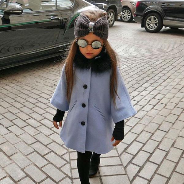 Мама балует дочь модными нарядами