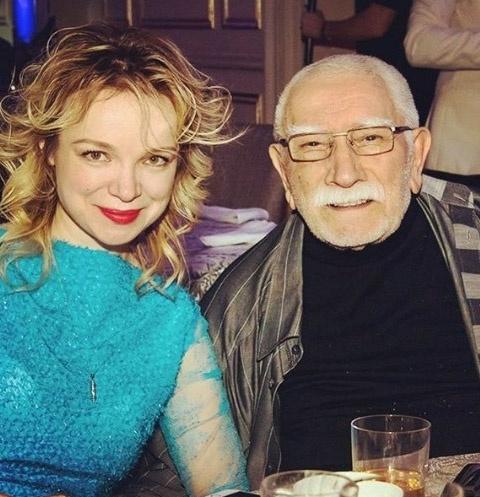 Армен Джигарханян с женой Виталиной Цымбалюк-Романовской