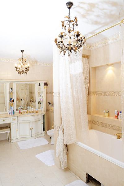 Ванная комната у Сергея и Юлии отдельная – зайти в нее можно только из спальни